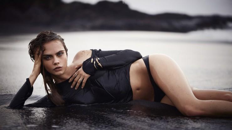 Hot-Cara-Delevingne-Beach-Bikini-Pose